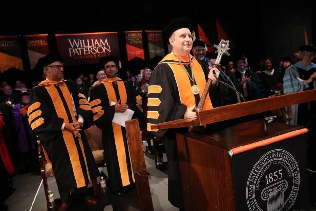 紓困高手 威廉帕特森大學首位同性戀校長就職