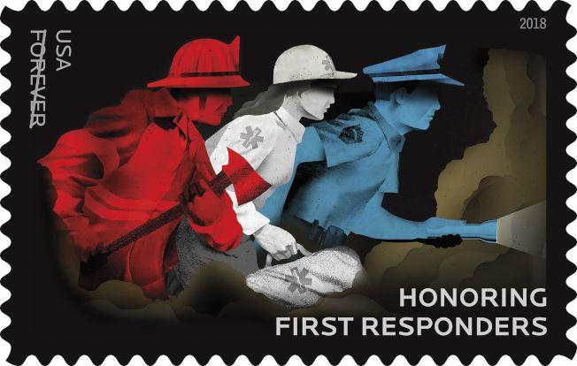郵局發行一體通用的「永遠」平信郵票價格,要求漲價五分錢。圖為最近剛在蒙大拿州舉行「緊急救援者」平信郵票發行儀式,表彰全美在第一時間到達災難現場的急救人員、醫護人員及救火員。(美聯社)