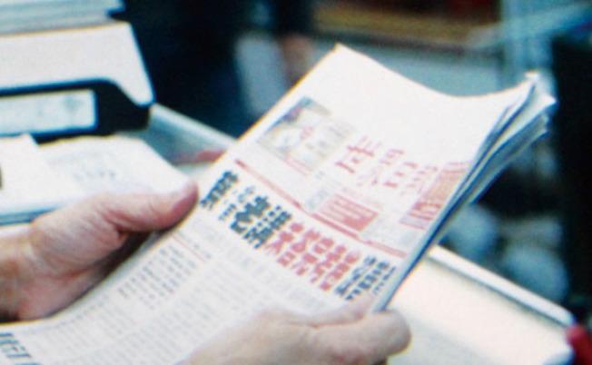 報紙版面上清晰可見「蔡:北京老講未答完考卷 沒善意」,這是本報2017年5月2日的頭版頭條新聞。(讀者提供)