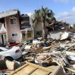 「太恐怖!」佛州颶風過後…房泡水 道路毀 鯊被沖上岸