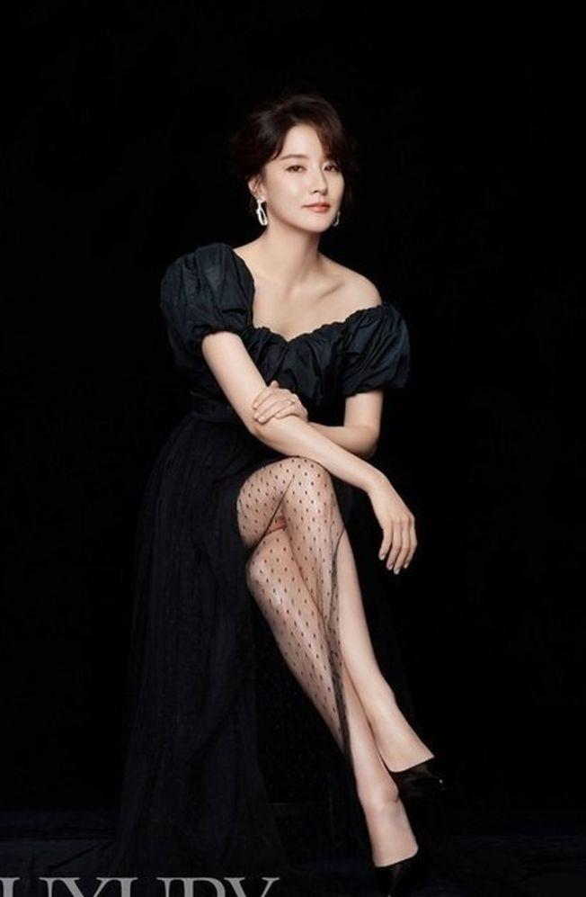 韓國女星李英愛一雙兒女出初長成。(取材自微博)