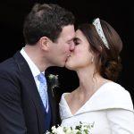 〈圖輯〉英王室尤金妮公主出嫁 婚紗勇敢露傷疤