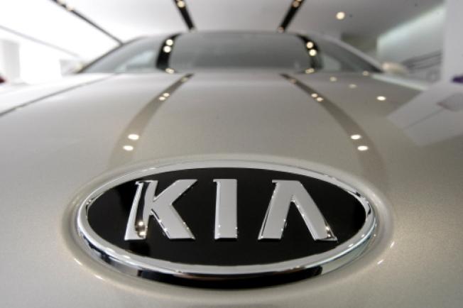 「汽車安全中心」12日敦促現代和起亞(見圖)兩家汽車公司在美國召回290萬輛轎車和多功能車,因為聯邦政府接到220多宗起火的投訴。(美聯社)
