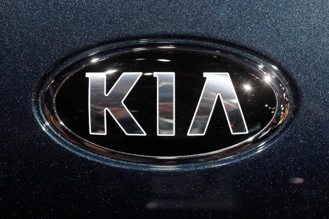 「汽車安全中心」12日敦促現代和起亞(見圖)兩家汽車公司在美國召回290萬輛轎車和多功能車。(路透)