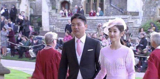 躲過性風波? 劉強東、奶茶妹 牽手現身英國皇室婚禮