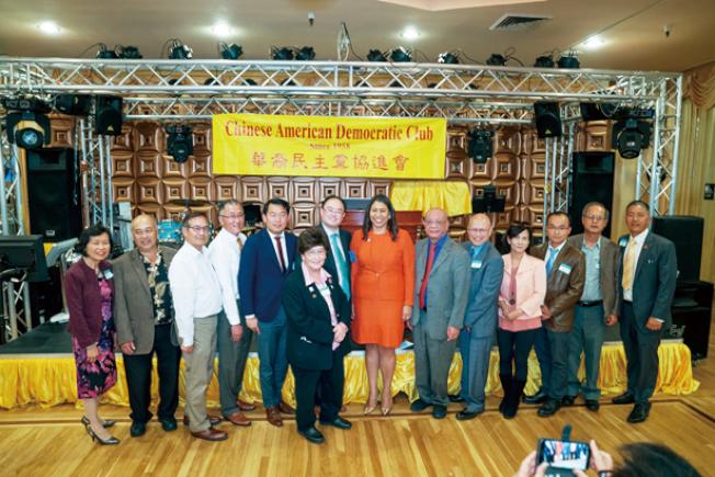 參加華裔民主黨協進會60周年晚宴。(照片由市長辦公室提供)
