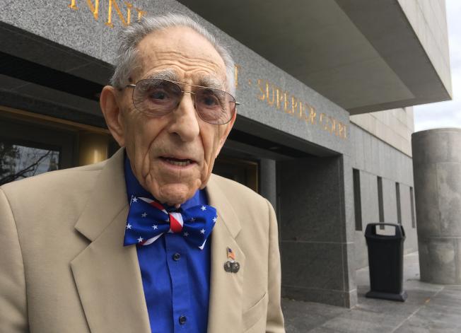 99歲的康州律師卡茲目前在法院擔任公設辯護人,他說還無意退休。(美聯社)