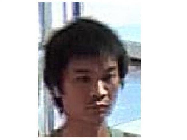 二人同為亞裔,警方調取監控視頻中嫌犯二的體貌特徵。(警方提供)