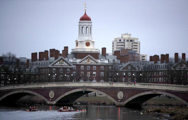 波士頓的哈佛大學被亞裔聯盟告上法院歧視亞裔學生的入學申請,全案15日開審,引起各關注。(美聯社)