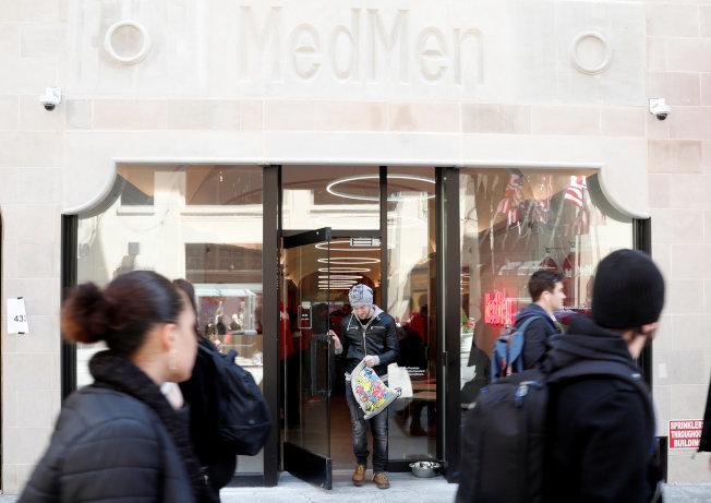 大麻業巨頭MedMen Enterprises已經在紐約州有四家藥房,其中一家位於曼哈頓第五大道。(路透)