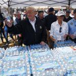 川普慰問佛州災區 在票倉鍋柄地區親送飲食