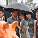巧!哈利伉儷訪澳洲乾旱小鎮 天降甘霖送大禮