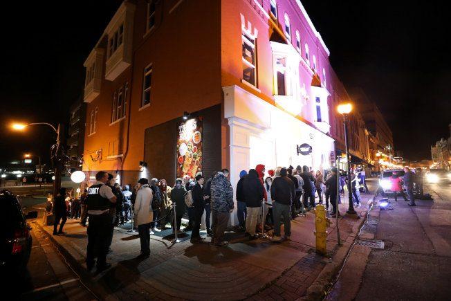 加拿大大麻全面合法 民眾徹夜排隊搶頭香