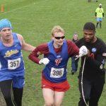 暖男!賽跑遇盲人對手跌倒立刻伸援 即使落後也沒關係
