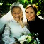 女孩反串爺爺 陪奶奶拍婚紗照 助圓年輕時夢