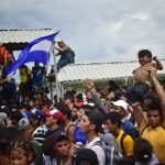中美洲移民湧入 墨西哥邊界爆衝突多人傷