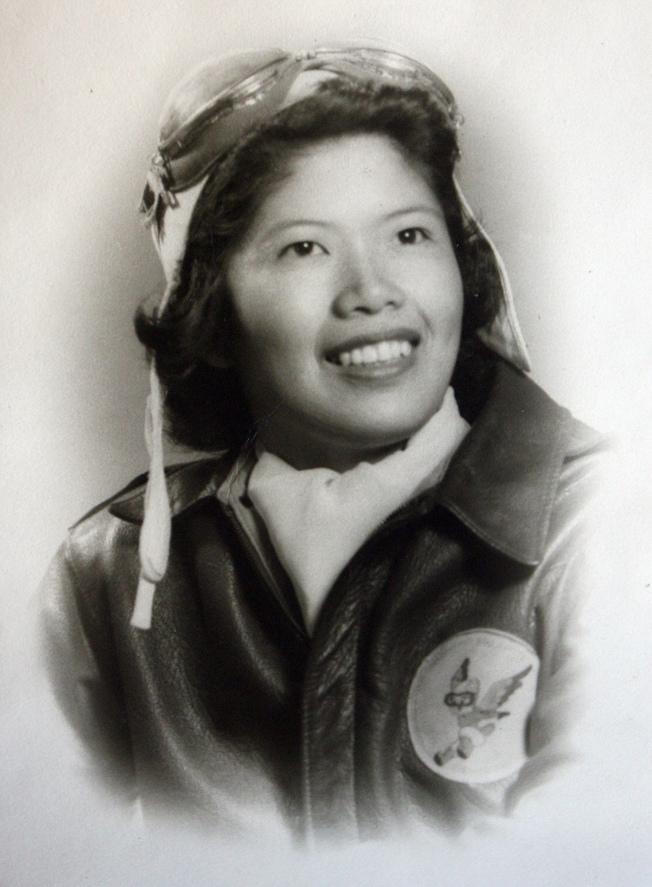 最早華裔女飛行員、國會金章獎獲得者朱美嬌身穿制服的早期照片。(米勒供圖)
