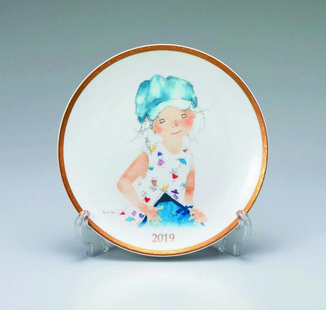 2019年的NARUMI年度盤,是由日本著名的孩童繪畫家延崎知弘女士操刀。(圖:NARUMI提供)