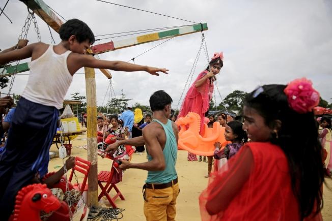 低收入國度的孩子,仍然熱衷傳統的童年活動。(美聯社)