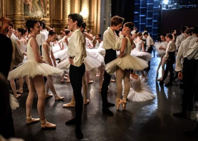 科技人物希望兒童少接觸電子產品,多參加芭蕾舞等活動。(Getty Images)