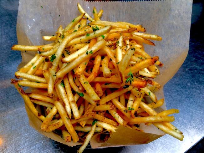 黑松露酱薯条。(记者谢雨珊╱摄影)