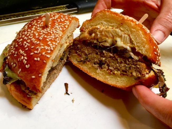 菇类汉堡。(记者谢雨珊╱摄影)
