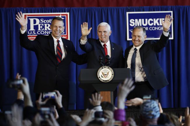 副总统潘斯24日到宾州为两名共和党国会众议员候选人,拉抬声势,助选催票,共和党可望扭转众院选情落后的劣势。(美联社)