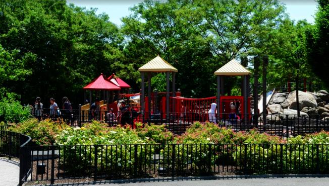 亞裔男子在艾姆赫斯特公園被搶。(谷歌截圖)