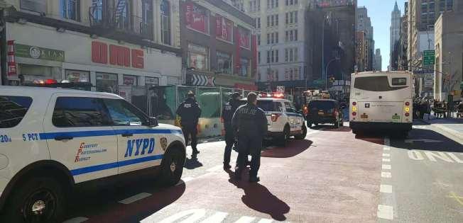 華埠25日發生疑似炸彈恐嚇,警員與消防部門迅速趕到現場。(記者張晨/攝影)