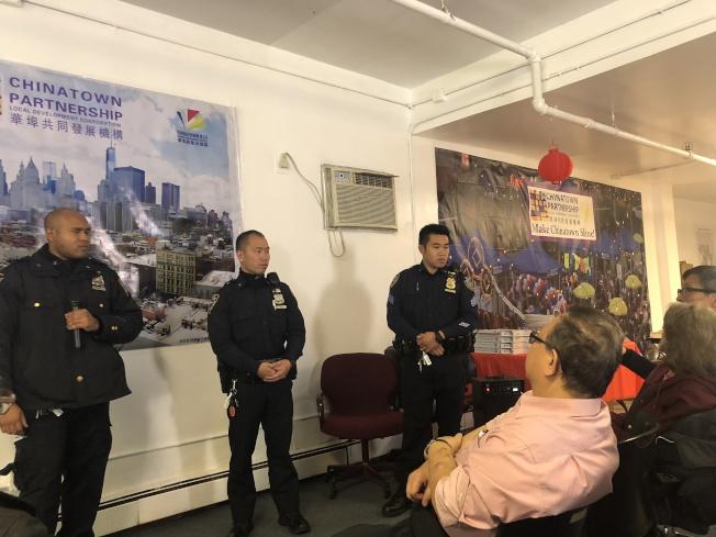 莫瑞爾(左起)、李天良、尤濱方在「建立鄰里安全會議」聽取社區居民的反饋。 (記者張晨╱攝影)