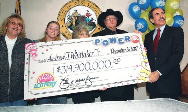 惠特克(Jack Whittaker)2002年中了勁球,獎金高3.14億(稅後1.13億),人生從此改變。(美聯社)