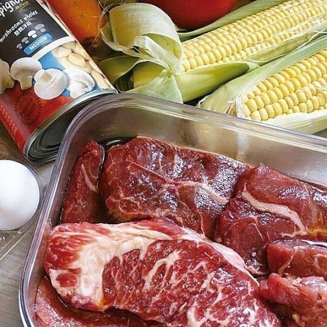 牛肉先用醬油、米酒和糖醃一下,是很台灣的口味。圖/太陽臉