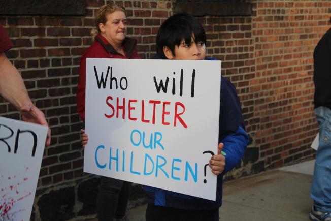 參與集會的學生Weine表示,收容所的設立會導致民眾害怕經過該地。(記者賴蕙榆/攝影)