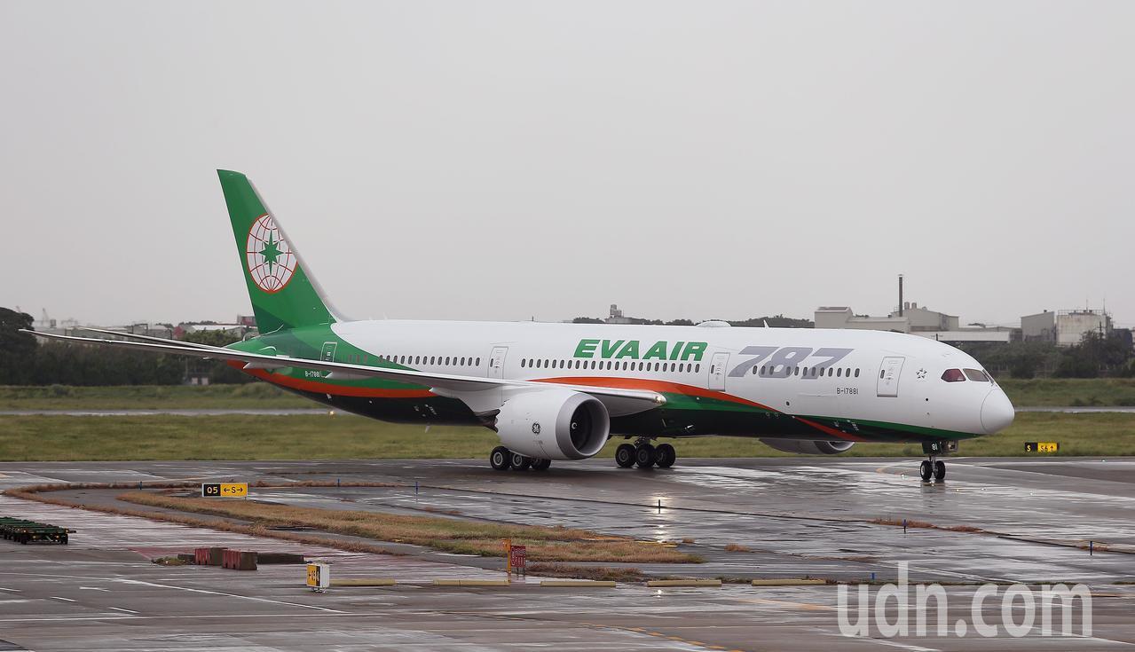 長榮航空波音787-9新機,4日下午2時由長榮航空董事長林寶水帶領的工作團隊飛回桃園機場。記者陳嘉寧/攝影