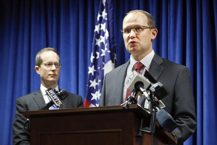 聯邦調查局人員和檢方共同宣布中國間諜企圖盜取美航天機密。(美聯社)