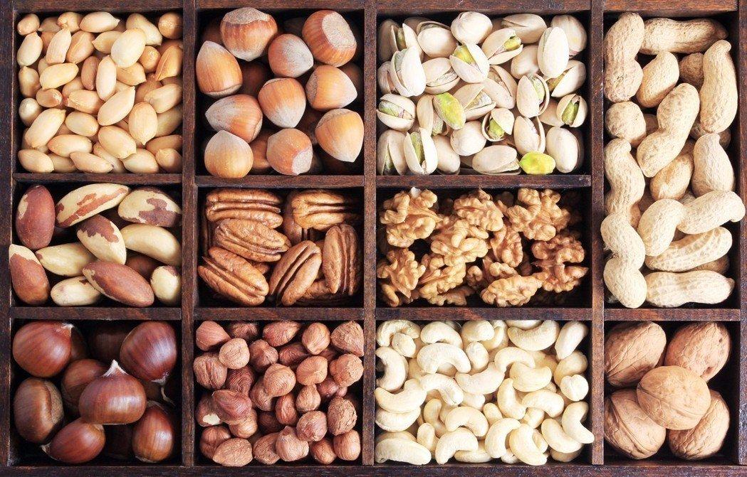 冬季養生可以多吃堅果,堅果是指油脂多的種子類食物,如花生、核桃、板栗、榛子、杏仁等。 圖/ingimage