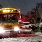 校車送孩子回家到半夜 紐約公校正常開課、課後班取消
