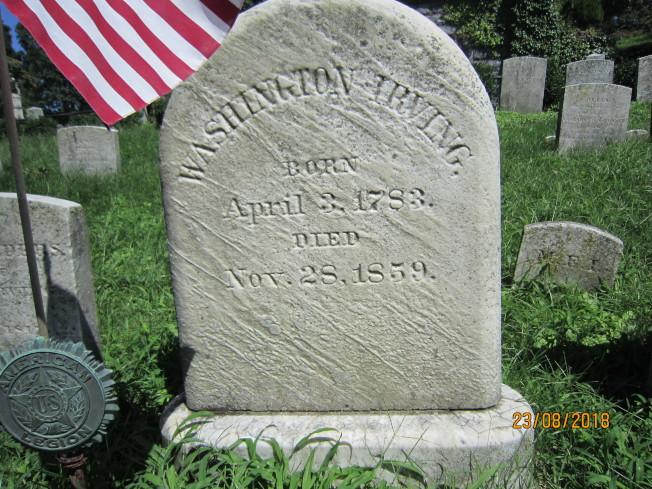 作家歐文的墓碑。