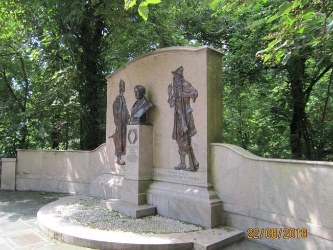 歐文故居紀念碑。