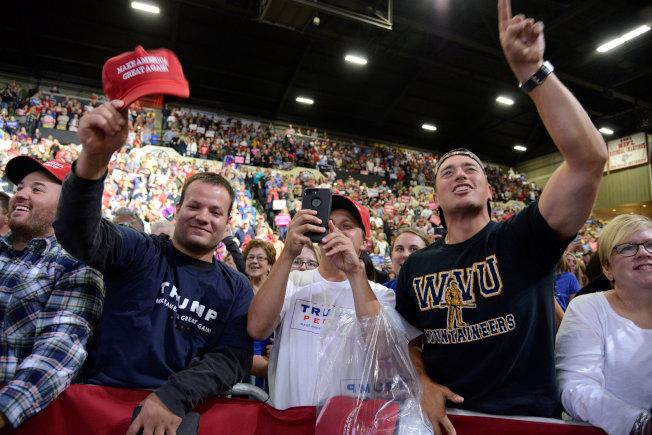 川普到西維州造勢,「紅州」選民支持川普。(路透)