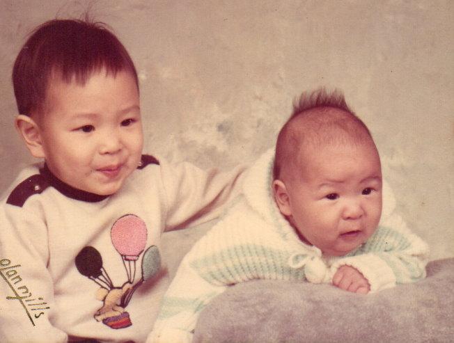 四個月大的安澤和哥哥欣澤。(圖皆為作者提供)