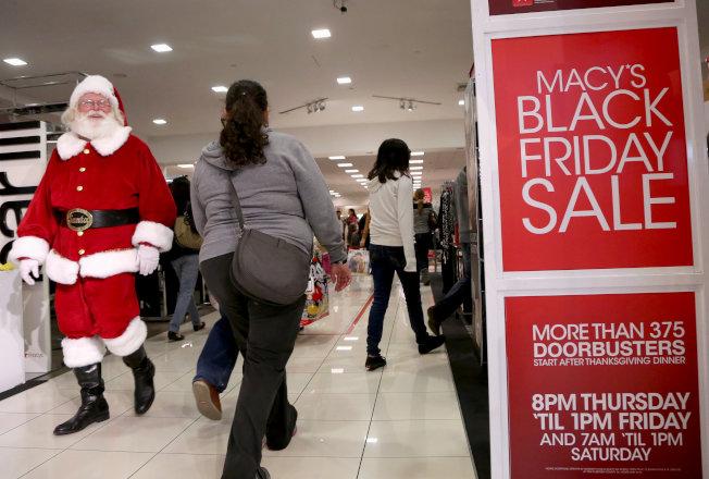 黑色星期五(Black Friday)幾乎所有商品都降價促銷。(路透)