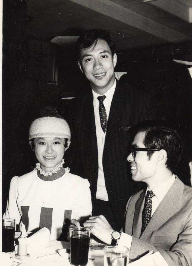 作者與著名影視紅星潘迎紫、陳鴻烈。