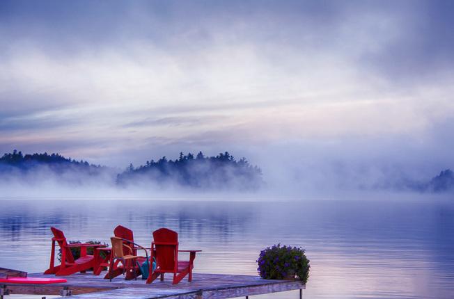 別人家的碼頭,誰將坐在這裡,望長天一色,等待魚兒躍出水面?