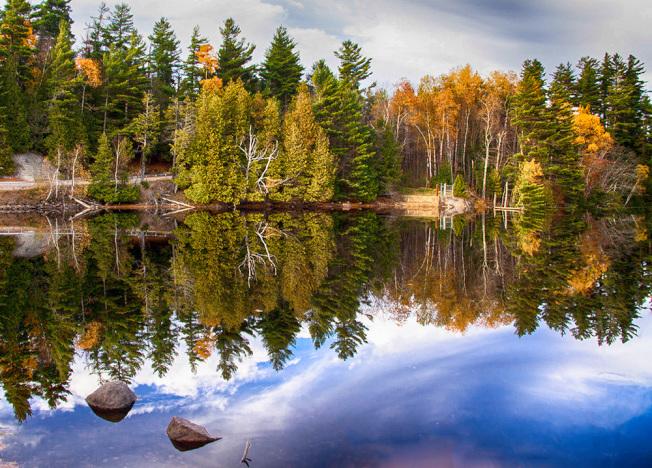 不要錯過任何一個湖泊或水窪,一池淨水,可以反射出萬千氣象。