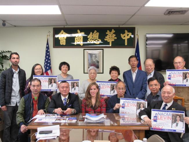 樂文(前排左三)31日表示反對大麻合法化以及廢除特殊高中入學考試。(記者顏嘉瑩/攝影)