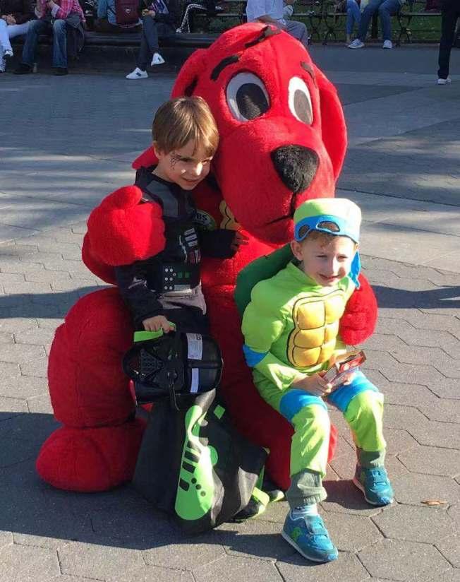 小朋友們精心打扮,享受萬聖節的歡愉。(記者張筠/攝影)