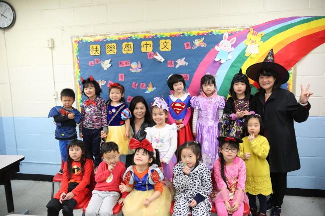 紐約華僑學校今年首度舉辦萬聖節變裝及派糖果活動。(記者洪群超/攝影)
