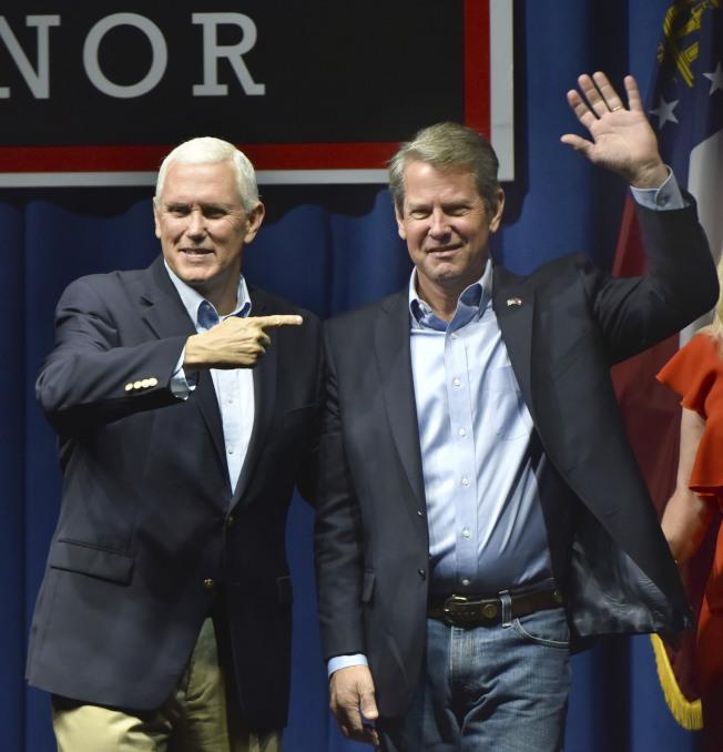 副總統潘斯飛往喬治亞州,為共和黨州長候選人坎普助陣。(美聯社)