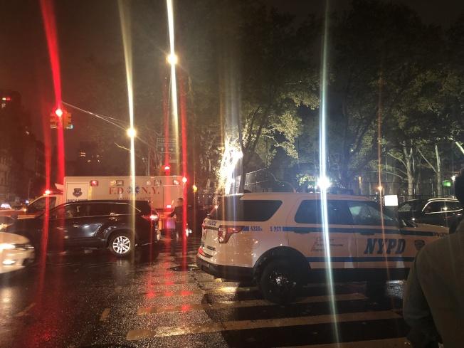 救護車及警車封鎖事發路段。(記者張晨/攝影)